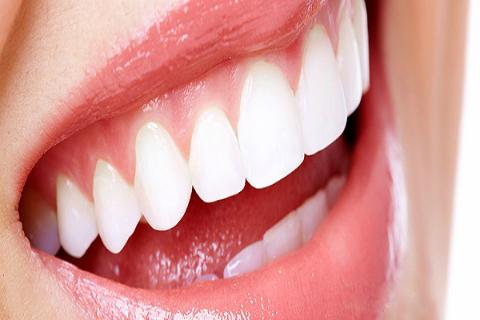 Đặc tính công nghệ răng sứ không kim loại thế hệ mới Cercon  Dentsply là tính thẩm mỹ cao, hình dạng, màu sắc độ trong mờ và độ phát huỳnh quang giống như răng thật.