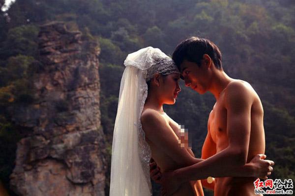 Là fan của bộ phim nổi tiếng Hollywood, với các diễn viên nổi tiếng như Sam Worthington, Zoe Saldana and Sigourney Weaver, cả Yuan và Han đều hóa trang thành màu xanh giống như các nhân vật trong phim nhất.