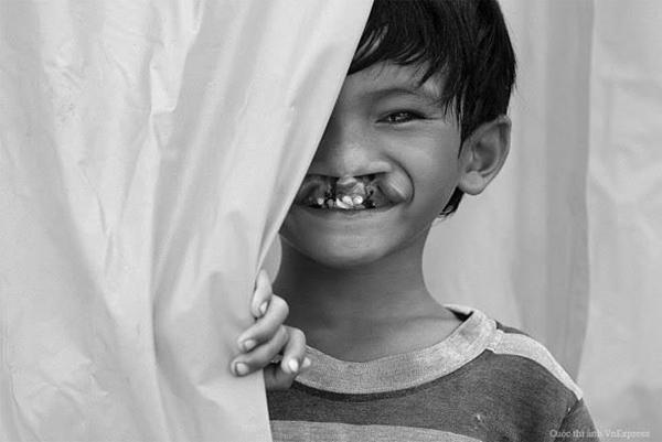 [Caption]Bé Tà Yên Nghiệp người dân tộc Raglai ở xã Ma Nới, huyện Ninh Sơn, tỉnh Ninh Thuận, là nhân vật trong bức ảnh