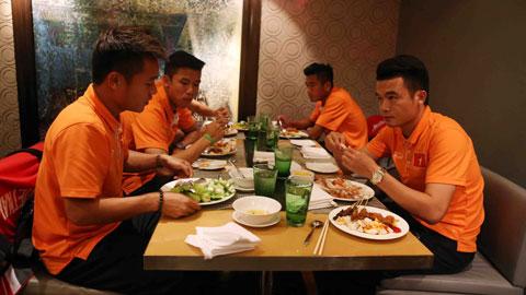 Các học trò của HLV Miura đều hài lòng về bữa ăn đa dạng