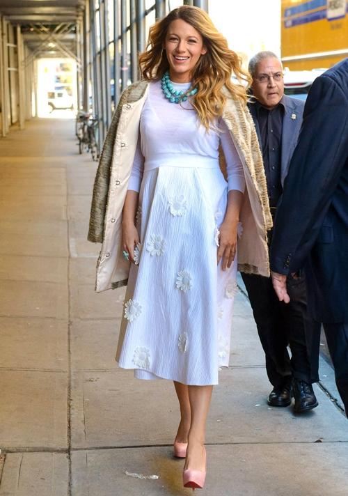 Gợi ý style thời trang bầu vô cùng quyến rũ của Blake Lively 5