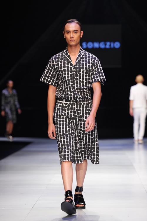 Bộ sưu tập của Ông hoàng thời trang Hàn Quốc thể hiện rõ tinh thần phi giới tính  unisex từ kiểu dáng cho đến cách chọn lựa và xử lý chất liệu.