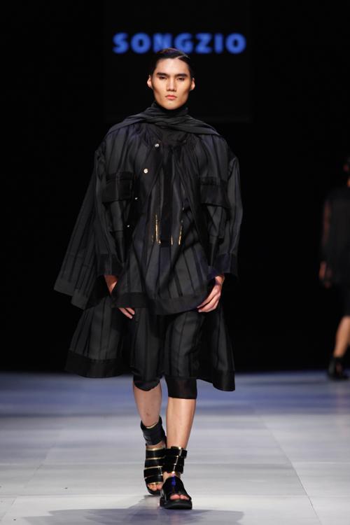 Trong đêm cuối của Tuần lễ thời trang Việt Nam, nhà thiết kế Zio Song đã mang đến bộ sưu tập dành cho nam giới mới nhất của mình.