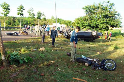 Hiện 8 người bị thương đang cấp cứu tại Bệnh viện Bà Rịa.