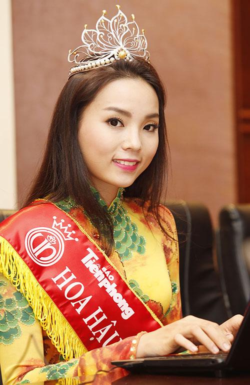[Captionđến thăm và tặng quà cho Đoàn đại biểu người có công, thân nhân liệt sĩ và thương binh tiêu biểu của tỉnh Kiên Giang chuẩn bị ra thăm Hà Nội.