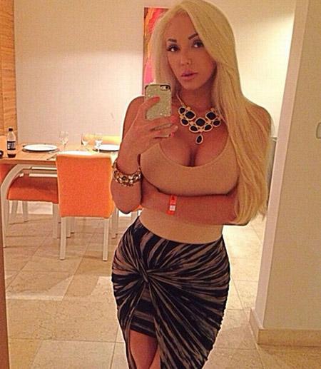 Cô gái tóc vàng, hiện sống ở bang Florida, Mỹ, cho biết cô rất bất ngờ khi vòng 3 của mình nhận được nhiều sự quan tâm ở quê nhà đến thế. Hiện cô gái trẻ là chủ của một chiếc Mercedes S 550 trị giá 150.000 USD và một chiếc Mercedes CLS 550 trị giá 100.000 USD.