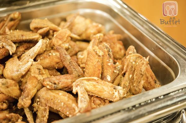 Các món ăn phong phú tại Buffet Hoàng Yến