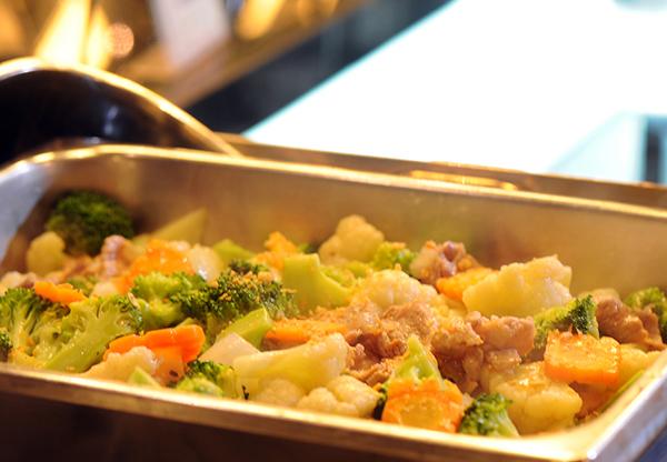 Thực đơn của nhà hàng buffet Hoàng Yến rất đa dạng