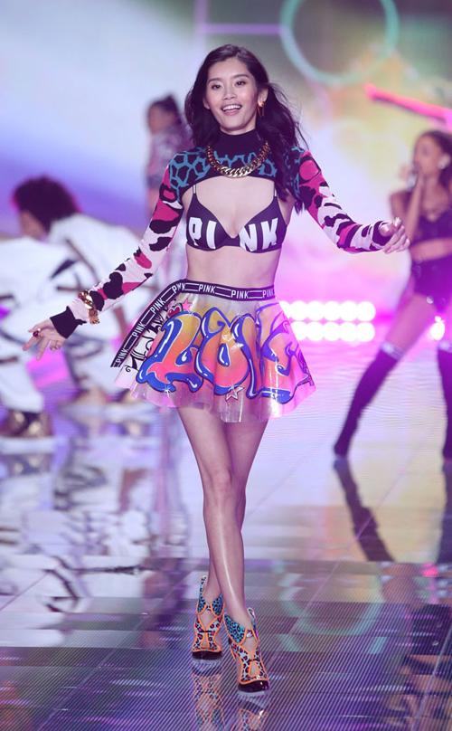 3 thiên thần châu Á 'sải cánh' trên sàn diễn Victoria's Secret