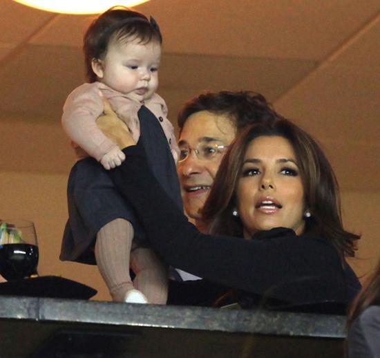Nữ diễn viên Eva Longoria là mẹ đỡ đầu của Harper, thích thú