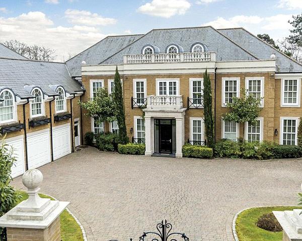 Biệt thự mới mua của Terry nằm ở khu vực Surrey,