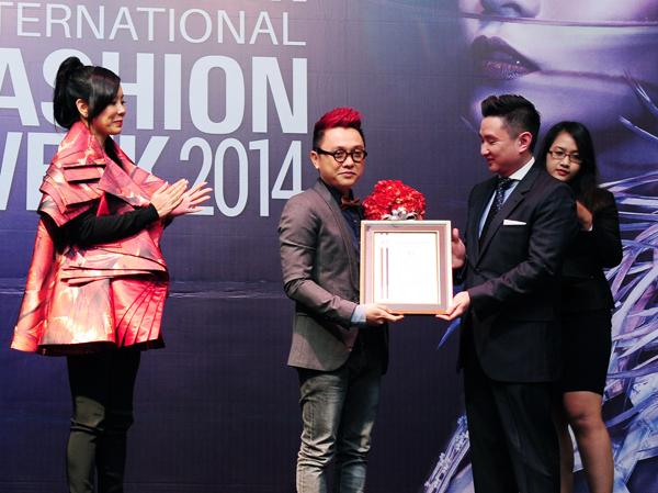 Nguyễn Công Trí là nhà thiết kế Việt Nam đầu tiên được gia nhập vào Hiệp hội thời trang cao cấp châu Á.