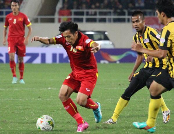 Các cầu thủ áo đỏ bị cuốn theo lối chơi của đối thủ
