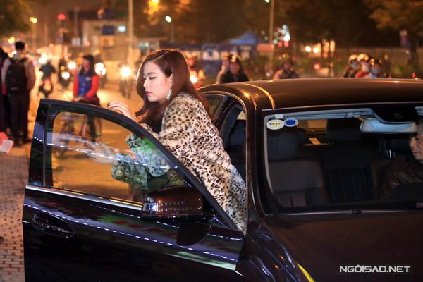 Hoang-Thuy-Linh-2-3076-1418261429.jpg