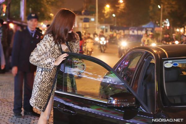 Hoang-Thuy-Linh-3-3942-1418261430.jpg
