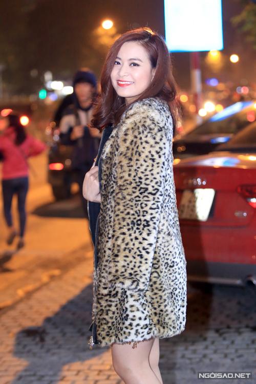 Hoang-Thuy-Linh-5-8327-1418261430.jpg
