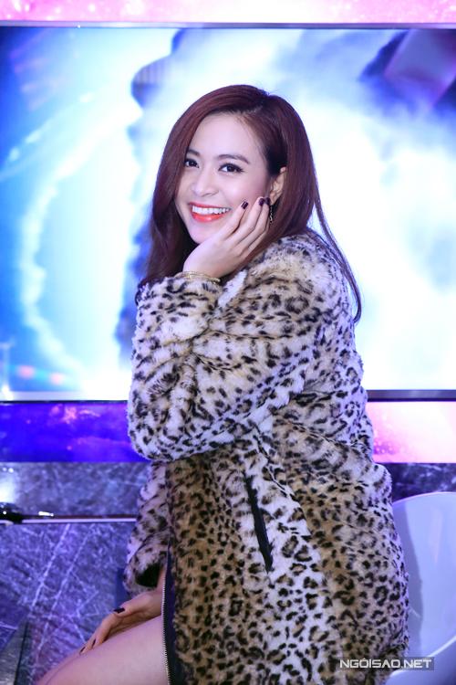 Hoang-Thuy-Linh-8-5476-1418261429.jpg