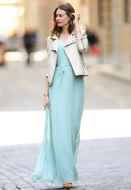 Behati-Prinsloo-Dresses-Skirts-2022-1689