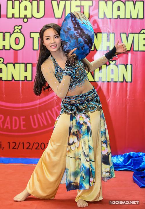 Hoa-hau-Ky-Duyen-7-4983-1418383202.jpg