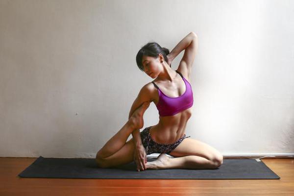 Yoga giúp Jessica có một thân hình khỏe mạnh, thon thả và gợi cảm.