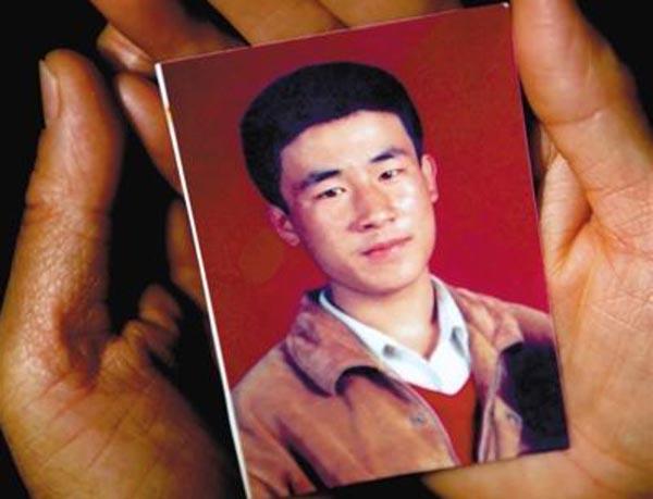 Huugjilt, người bị kết án và xử tử sai vào năm 1996, vừa được minh oan. Ảnh: Shanghaiist