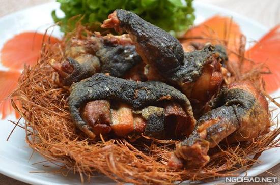 Thịt ếch dai, da ếch giòn mùi rơm sả thơm làm ai lần đầu thưởng thức đều thèm nhớ.