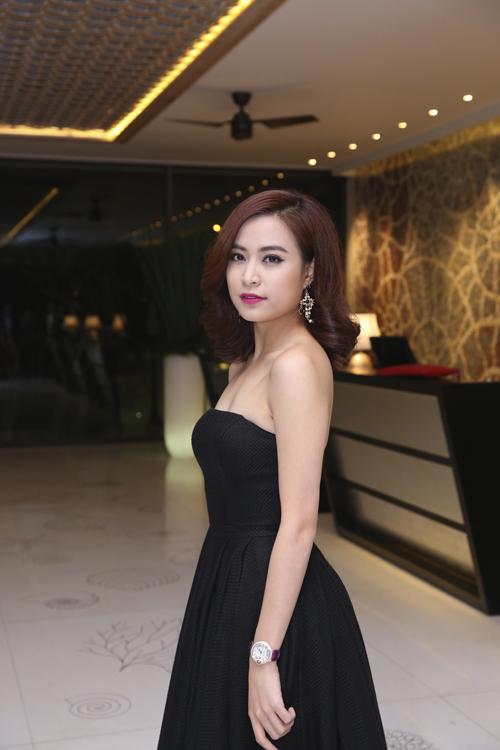 Hoang-Thuy-Linh-1965-1418961297.jpg