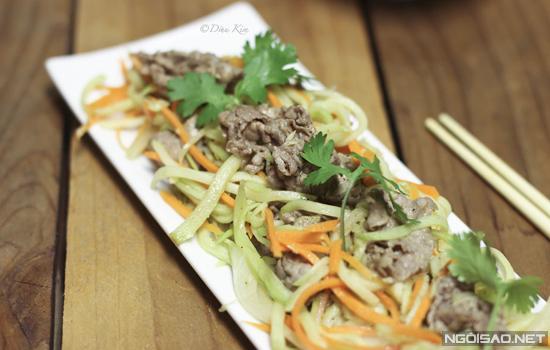 Chỉ với su su, thịt bò cùng ít cà rốt là bạn đã có thể chế biến nên món xao rau củ nhanh gọn, thơm ngon cho gia đình mình.