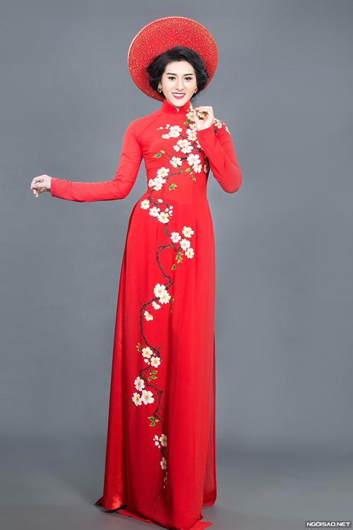 Hiếu Thảo rạng rỡ với áo dài cưới sắc xuân