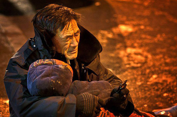 In a heartbreaking scene, He refused to let go of his wife's body until his son arrived. As temperatures dropped to -15°C, his hands began turning red. Onlookers supplied him with gloves and a large piece of cardboard to sit on, gently urging the man to leave the cold street before he fell sick.