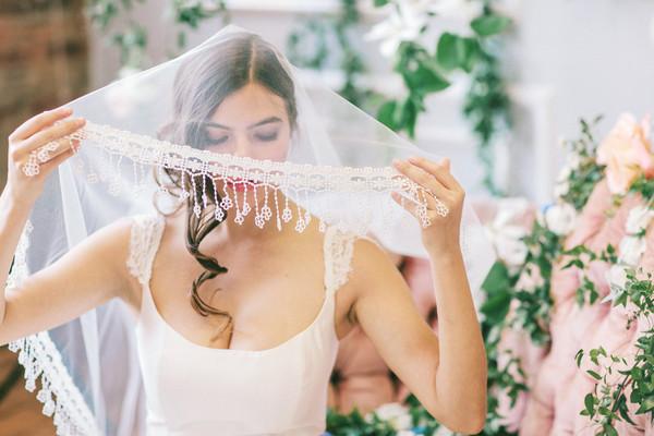 9 mẫu voan độc đáo cho mùa cưới 2015