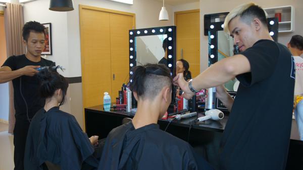 Bên cạnh trang phục, mái tóc cũng là một ngôn ngữ thời trang có tiếng nói nhất định, là điểm chấm phá quyết định vẻ đẹp hoàn chỉnh của người mẫu trên sàn diễn.