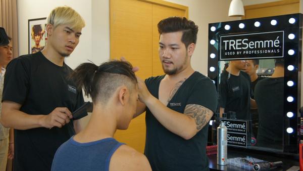 các nhà tạo mẫu tóc chuyên nghiệp của TRESemmé đã mang đến cho các thí sinh Vietnams Next Top Model diện mạo mới, giúp khắc họa rõ nét thêm cá tính của mỗi người.