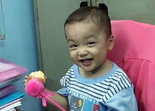 Bé trai gần 2 tuổi bị bỏ rơi trên taxi từ đầu tháng 12. Ảnh: Quốc Thắng.