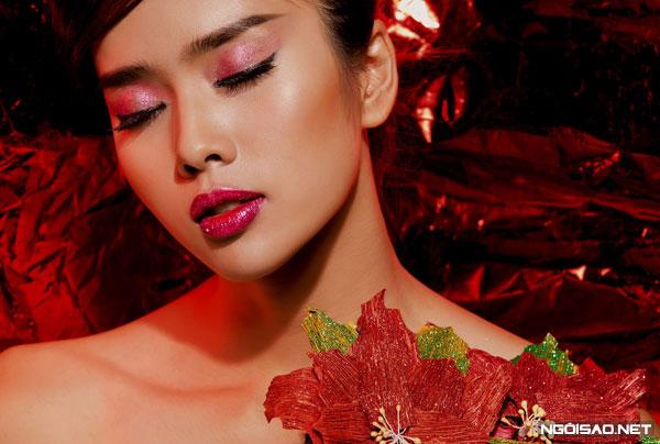 Gợi ý 3 kiểu make-up kim tuyến ấn tượng cho Giáng sinh
