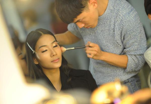 1-hoang-thuy-make-up_1419176893.jpg