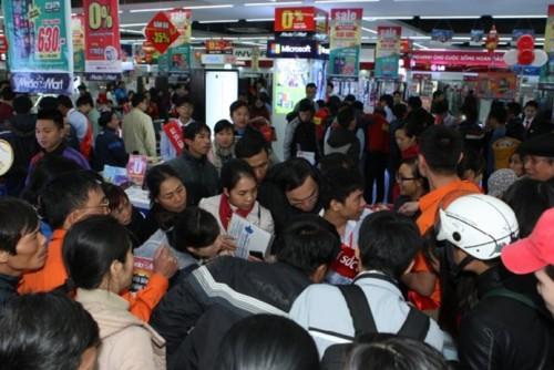 Tại những gian hàng Hi-end, thay vì trải nghiệm, người mua sắm chọn ngay sản phẩm mình đã định sẵn.