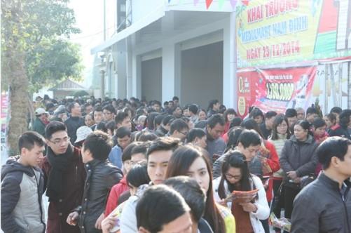 Ước tính chỉ trong một buổi sáng ngày 23/12, MediaMart Nam Định đã đón tiếp hơn 10.000 lượt khách hàng.