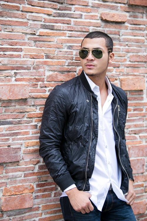 Với những món đồ cơ bản như: sơ mi, quần jeans, áo thun, áo jacket... các chàng trai vẫn thể giúp mình tạo nên điểm nhấn riêng về phong cách thời trang.