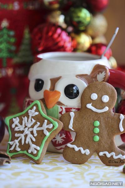 Bánh ăn kèm với 1 ly chocolate nóng hoặc 1 tách trà.