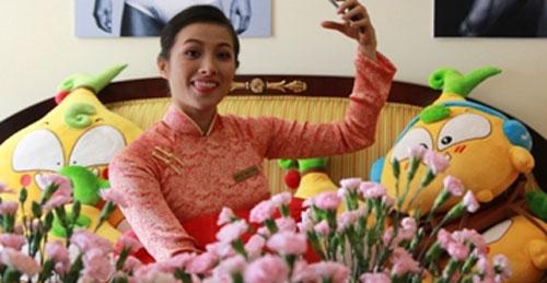 YaYa Trương Nhi phấn khích khi được gặp các em Củ Hành bông siêu kute và không bỏ qua cơ hội  tự sướng.