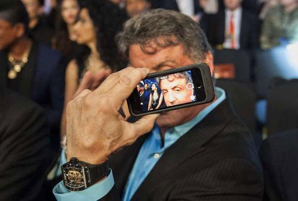 Loạt ảnh 'tự sướng' ấn tượng nhất năm của sao Hollywood