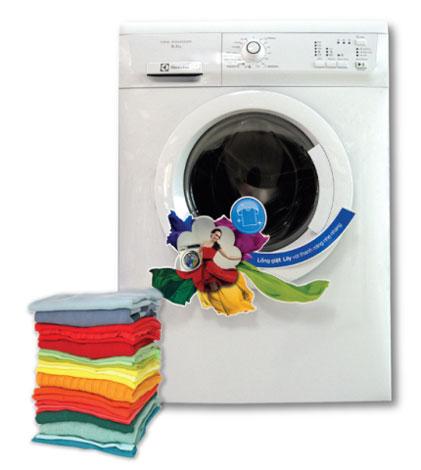 Máy giặt Electrolux với thiết kế cửa trước tiện lợi, sang trọng bằng chất liệu cao cấp, sơn chống bám bụi, khả năng giặt đến 6,5kg và chương trình giặt đa dạng có giá 6,69 triệu đồng.