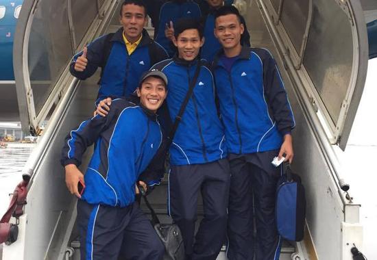 Các thành viên đội bóng đá Huế quay lại Nam Định để đá chung kết. Ảnh: FBNV.