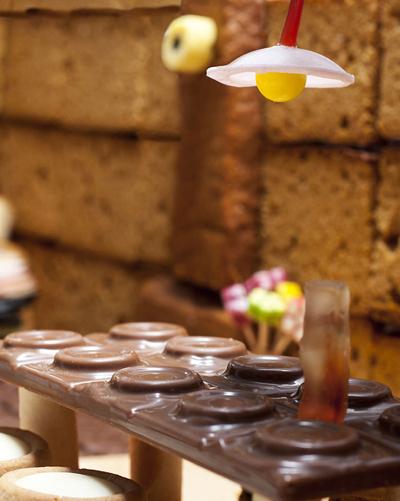 Chiếc đèn bàn ăn đơn giản mà độc đáo.