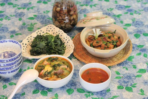 Ba món chính với một món tráng miệng, vừa đủ cho 4 người ăn, nguyên liệu lại dễ kiếm và hợp túi tiền.