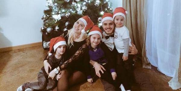 Cặp đôi đón Giáng sinh bên ba cậu nhóc con riêng của Wanda Nara.
