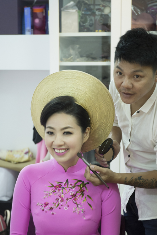 co-dau-le-khanh-rang-ro-voi-make-up-cam-dong