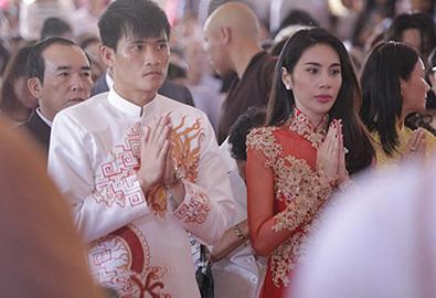 Công Vinh - Thủy Tiên làm lễ cưới trang trọng ở chùa