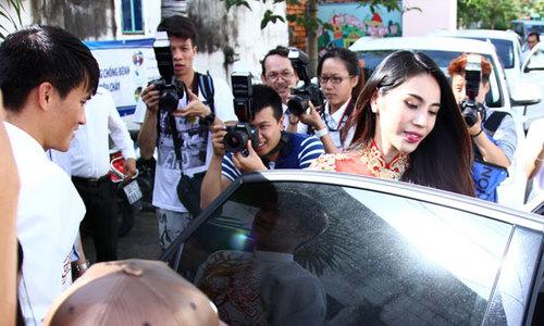 Đám cưới Công Vinh - Thủy Tiên đình đám làng bóng Việt